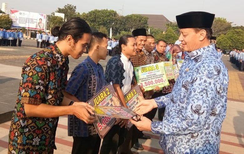 Himala UNMA dapat penghargaan dari Gubernur Banten