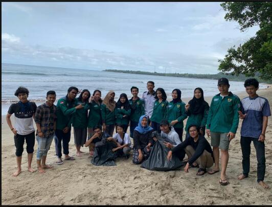 Peringati Satu Tahun Tsunami Selat Sunda MPM UNMA Banten dan BPM UPJ Kota Tangsel Lakukan Aksi Pemungutan Sampah